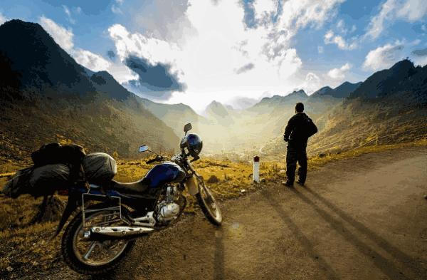 Đi du lịch bằng xe máy giúp bạn tới được mọi nơi mình muốn